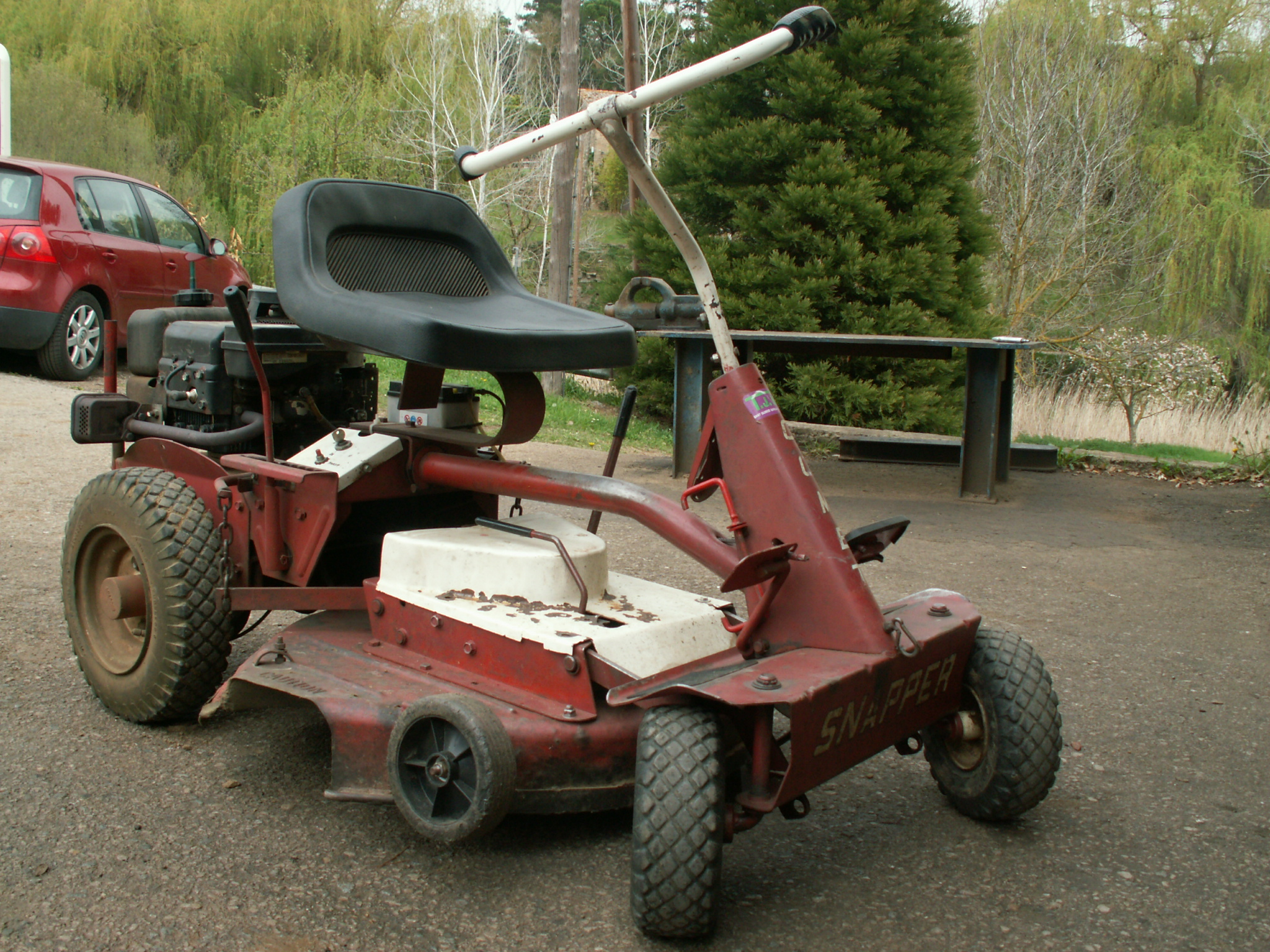 Tractor cortacesped snapper taller j bou for Alquiler de cortacesped